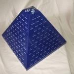 פרמידת תצוגה מפרספקס