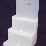 מתקן תצוגה מפרספקס חלבי