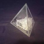 פרמידת פרספקס שקוף